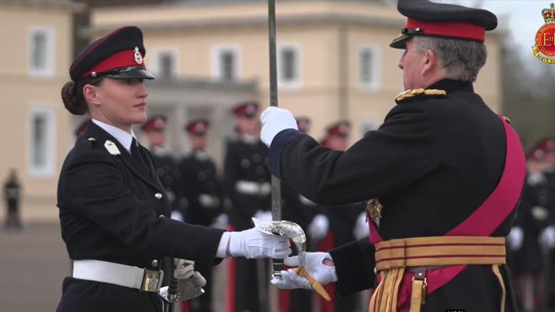 Osmani për kadetët e FSK-së që diplomuan në Britani: Sot, emri i Republikës sonë u lartësua edhe më shumë