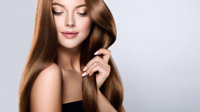 Pesë këshilla për flokë të shëndetshme dhe me shkëlqim