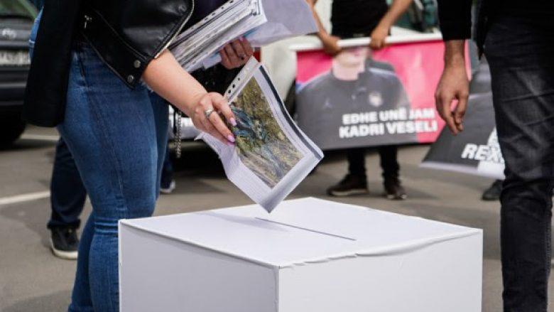Rinia e PDK-së i dorëzon dosje të krimeve serbe ministres Gërvalla