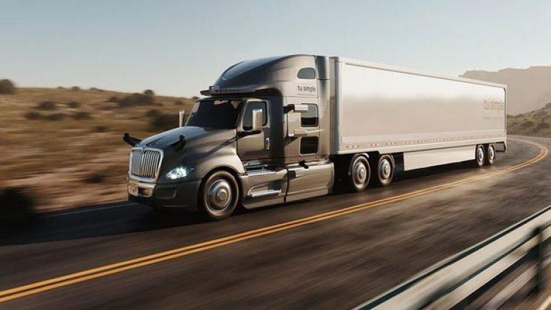 Kamioni i mbushur me shalqi kaloi 1,528 kilometra pa një shofer pas timonit